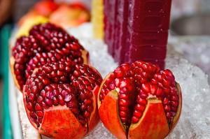 Ob als gepresster Fruchtsaft oder die Kerne direkt gegessen - Granatäpfel sind gesund!